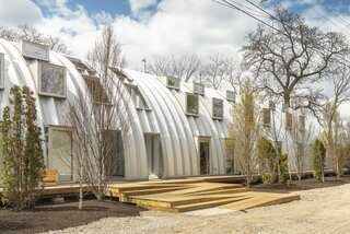 """A Massive Metal """"Caterpillar"""" Brings Eight Cost-Effective Apartments to Detroit"""