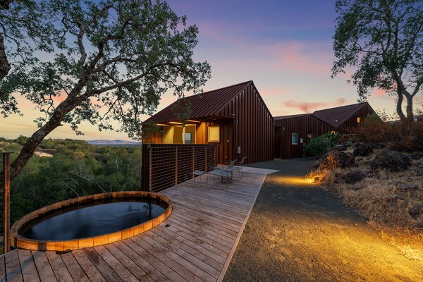 Once the sun sets, the private side deck with soaking tub offers an idyllic setting for stargazing.