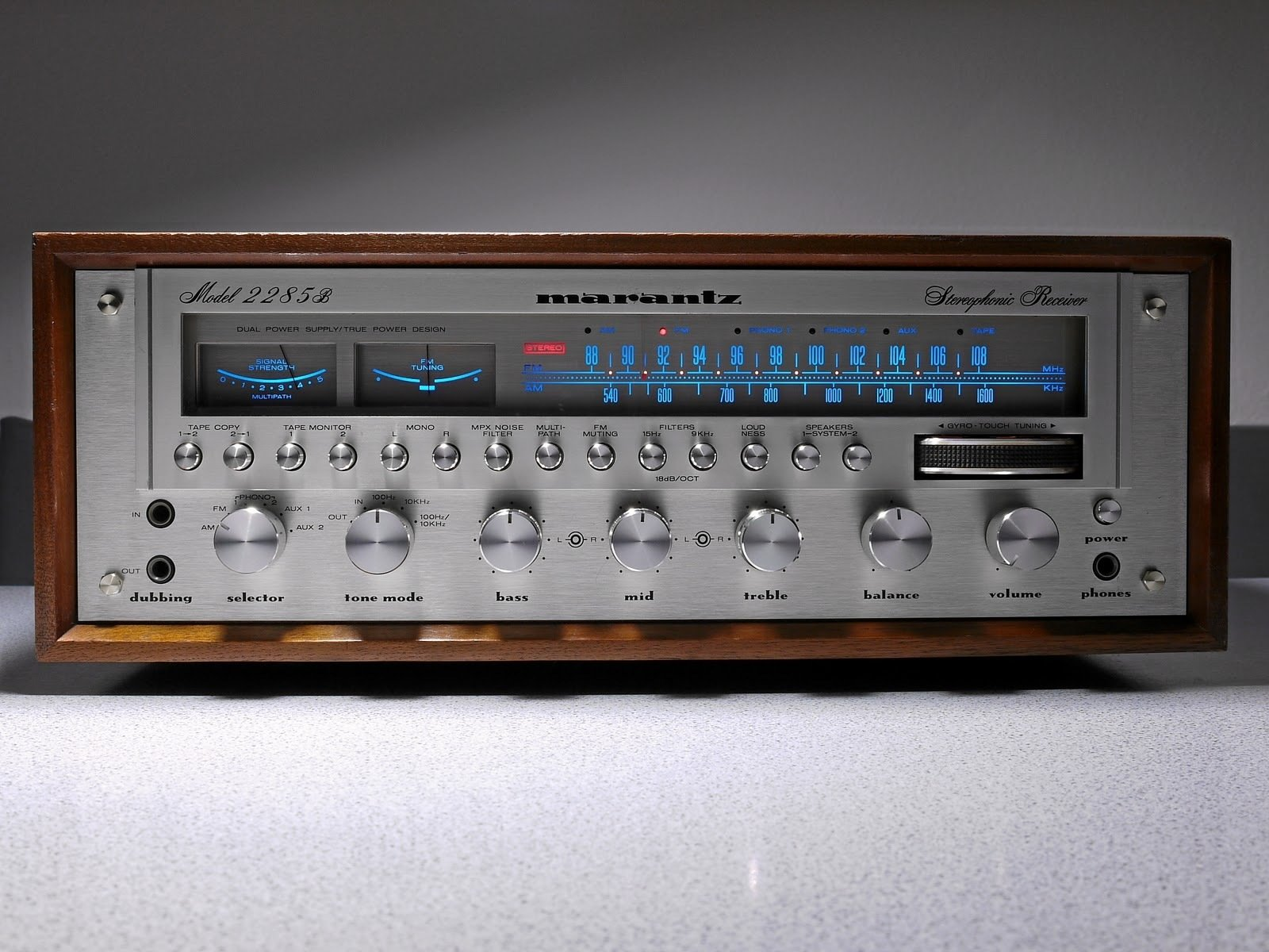 Marantz 2285B Receiver was sold from 1977 to  1980 for around $670.00.  With it's solid knobs, dials and buttons, wood casing, needles, and electric blue lights, the classic Marantz equipment sounded good and looked even better. #stereo #audio  Sound Style