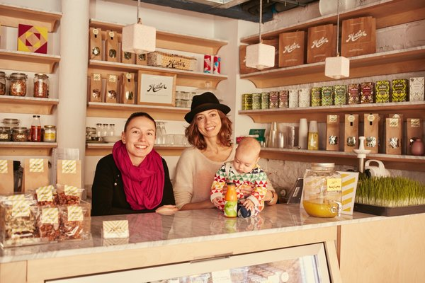 Mother Juice Bar is a cold-pressed juicery that was created by Gemma Ponsa Salvador and Lily Figel. Using only local seasonal ingredients and dried fruit, they have plans to include ingredients from the upcoming rooftop garden. As native Barcelonans, Salvador spent time in Los Angeles, while Figel practiced her craft as a pastry chef in New York.