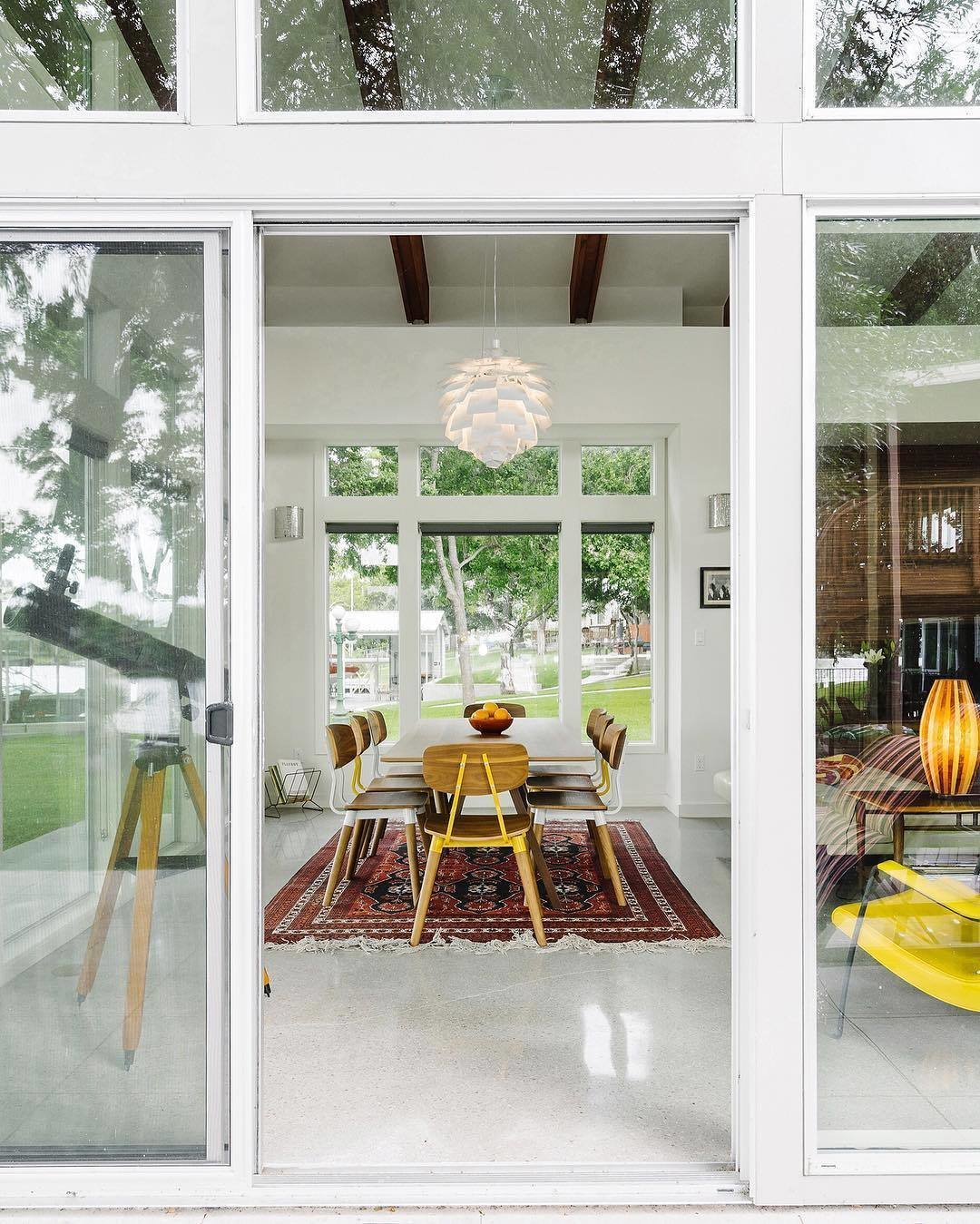 #dwellPOW  Photo 2 of 4 in This Texas Lake House Isn't Afraid to Let the Light In