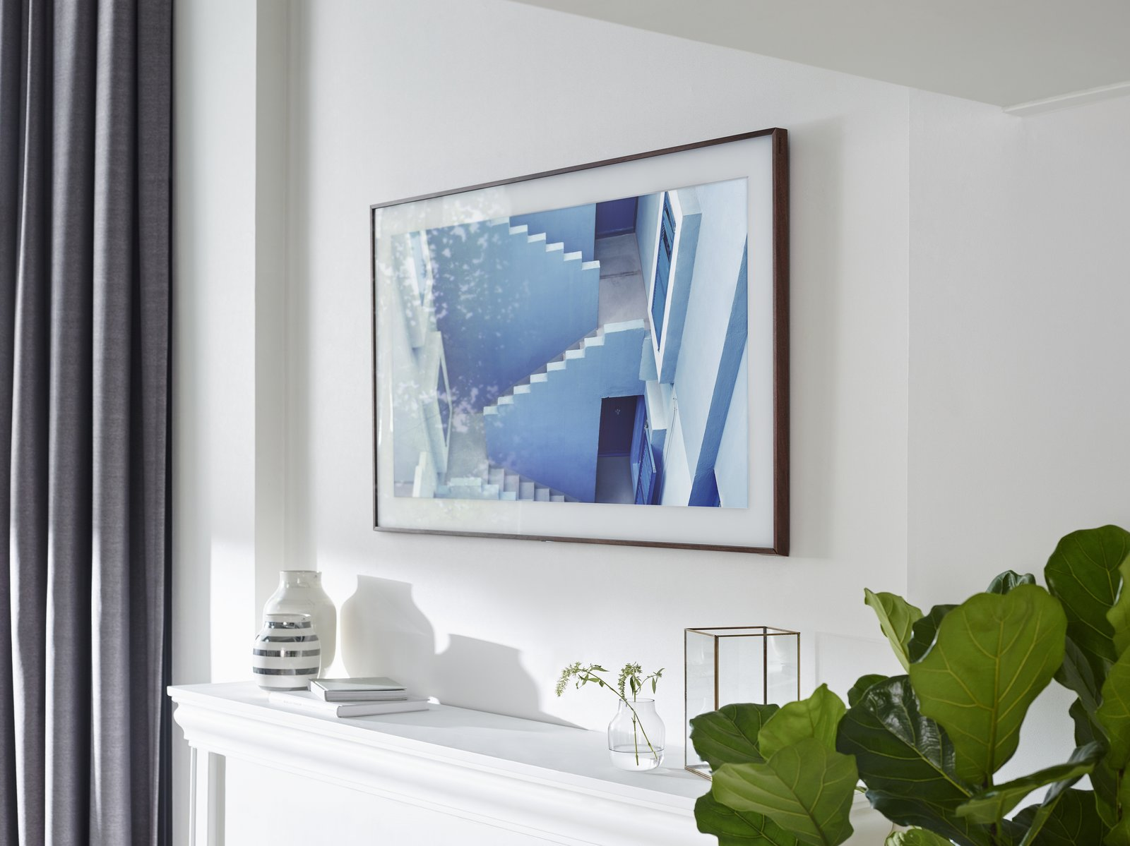 Fuseproject consulted art world experts in order to display art properly on the screen. Rather than installing built-in matting, they added it digitally in high-defintion.  Photo 4 of 5 in The Frame by Yves Behar for Samsung