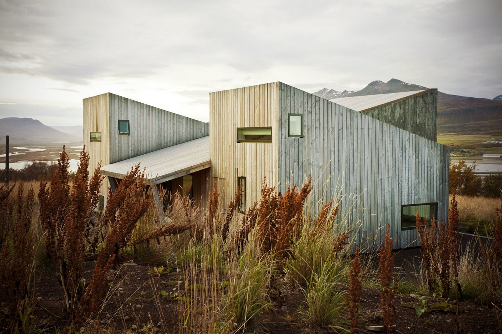 VillaLóla: A Modern Growth in Iceland  Cabins & Hideouts from Small and Quiet