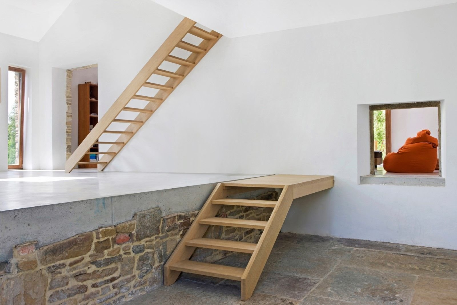 Transformation of an old barn into dwelling with external terrace. Martiat+Durnez Architectes   Modern Rustic