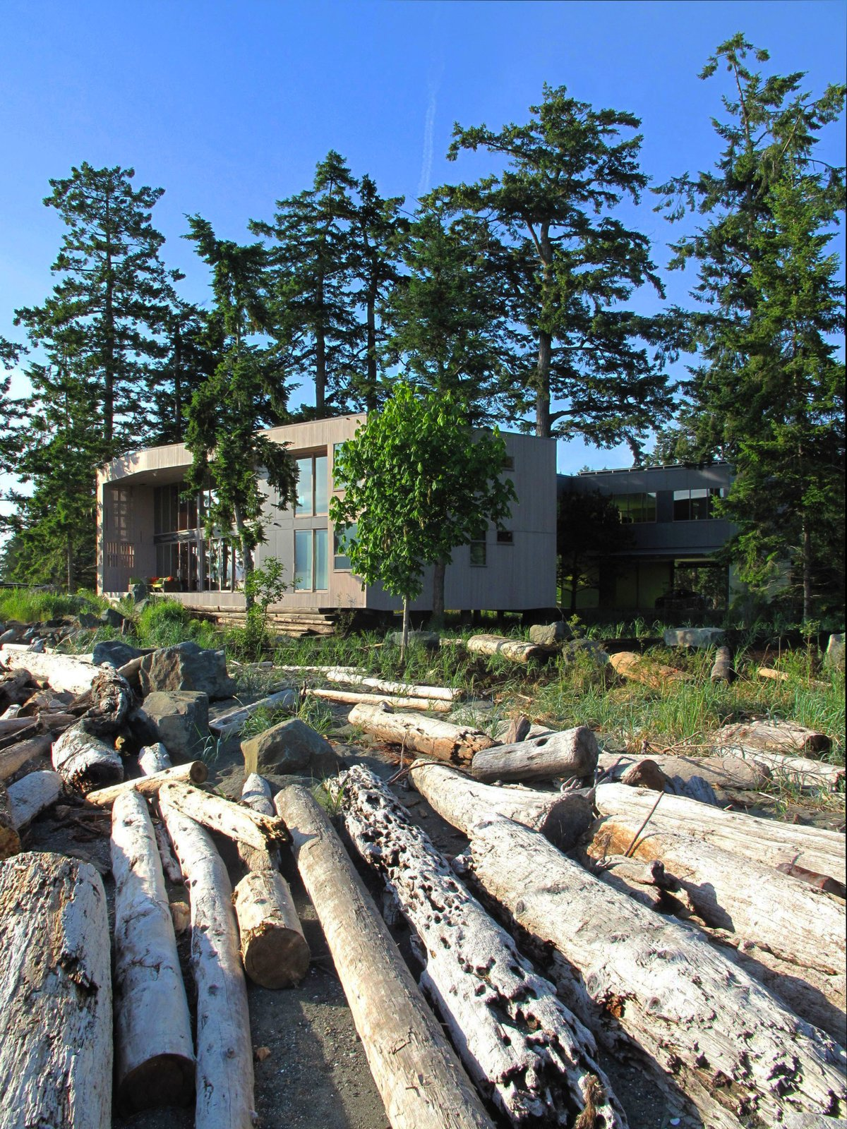 The house is designed to weather to a silver grey – becoming a modern drift wood box piled on the beach with the ever-changing storm debris.  #beachhouse #facade #beachhouses #outside #outdoors #landscape #interstice #intersticearchitects #britishcolumbia #saratoga #vancouverisland   TreeHugger