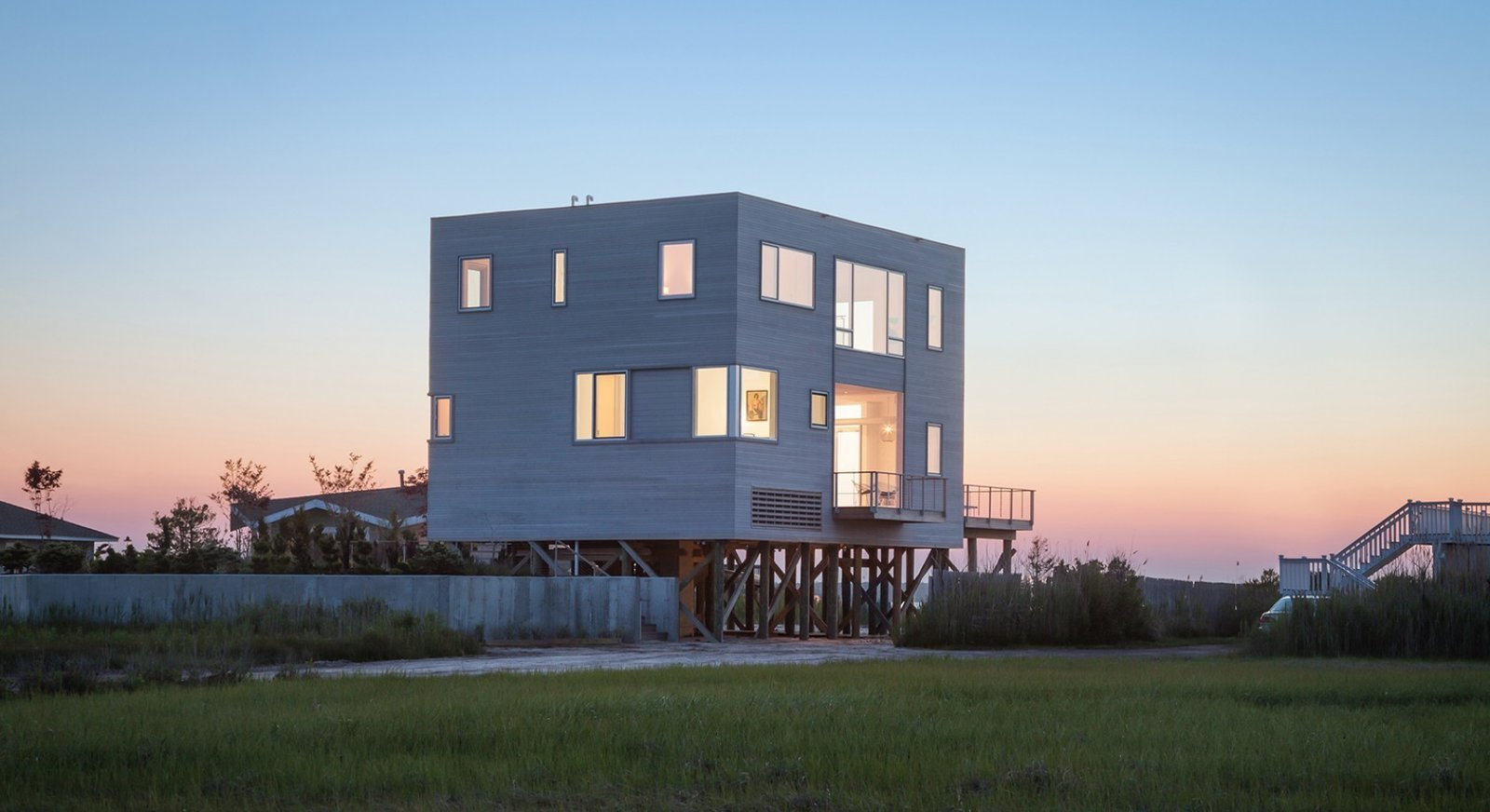 #CubeHouse #cube #exterior #outside #landscape #dynamic #view #deck #staircase #lighting #windows #elevated #levels #Westhamptonbeach #NewYork #LeroyStreetStudio   Cube House