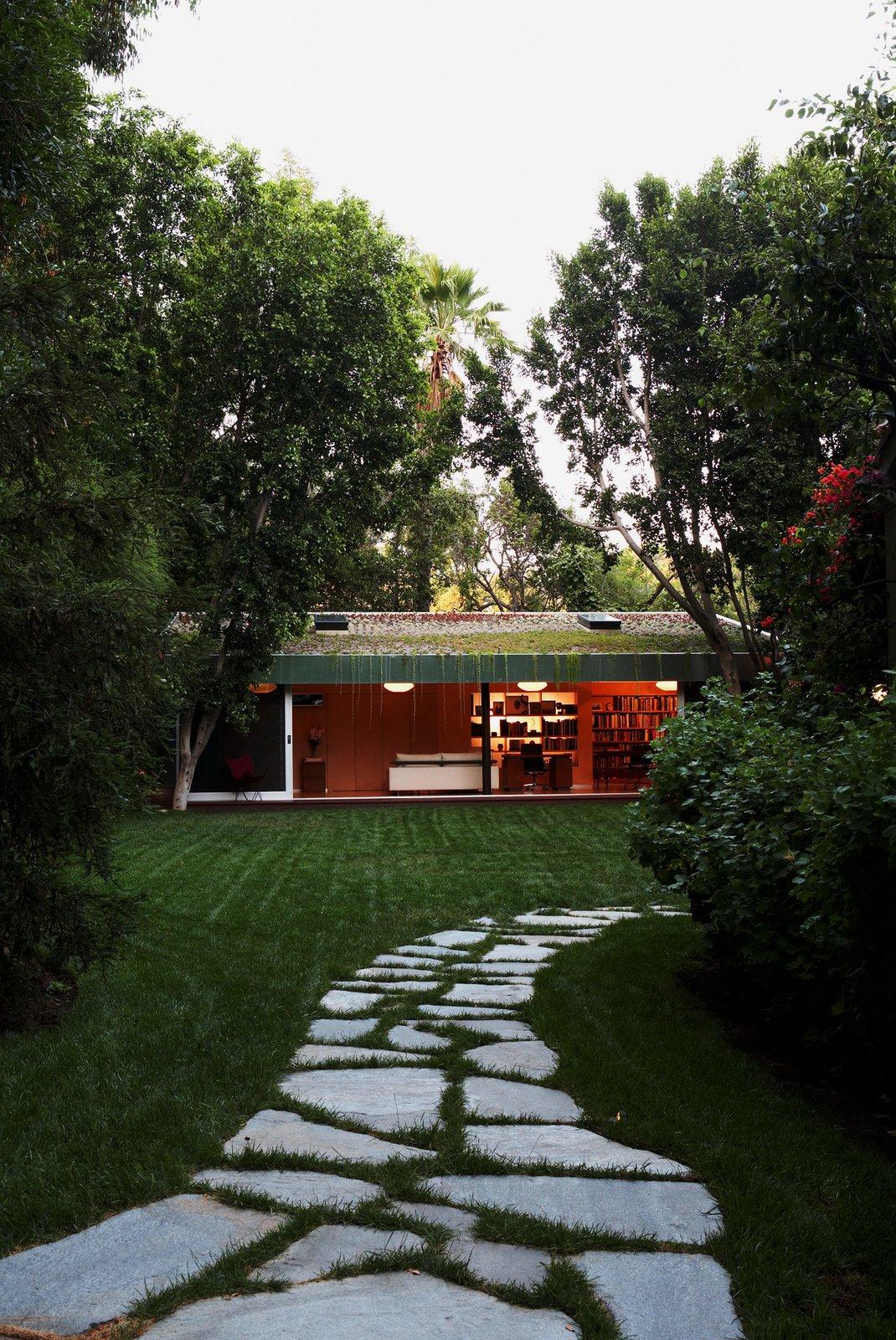 #LushHouse #modern #midcentury #hillside #seclusion #lighting #exterior #outside #landscape #pathway #plants #trees #BeverlyHills #KingsleyStephensonArchitecture  Lush House
