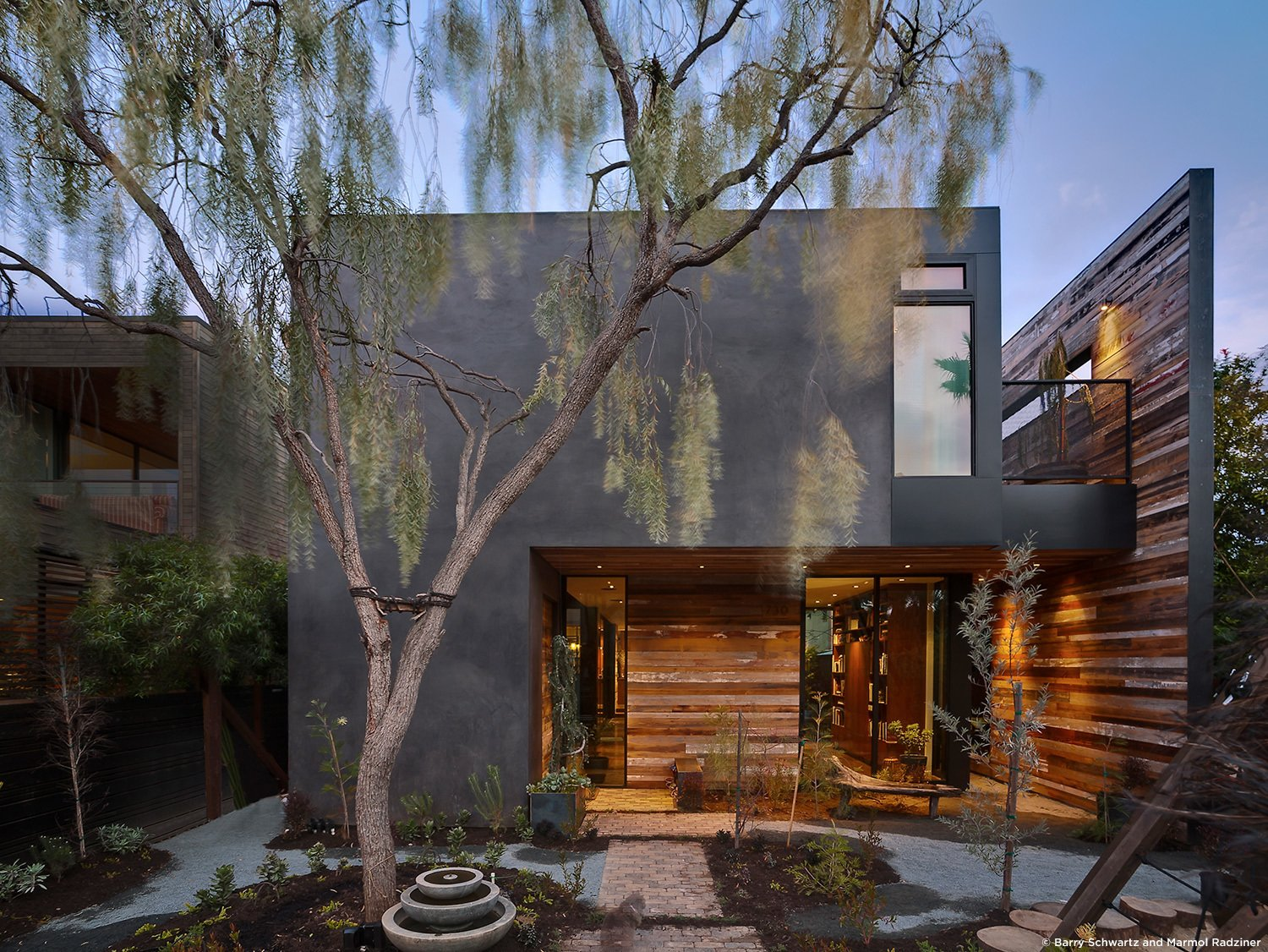 #SelaResidence #modern #midcentury #privacy #openness #two-story #lighting #exterior #outside #outdoor #landscape #green #wood #concrete #Venice #California #MarmolRadziner  Sela Residence