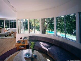 #StenHouse #modern #midcentury #Nuetra #1934 #interior #inside #windows #lighting #glass #livingroom #furniture #seating #table #rug #SantaMonica #California #Pentagram #MarmolRadziner
