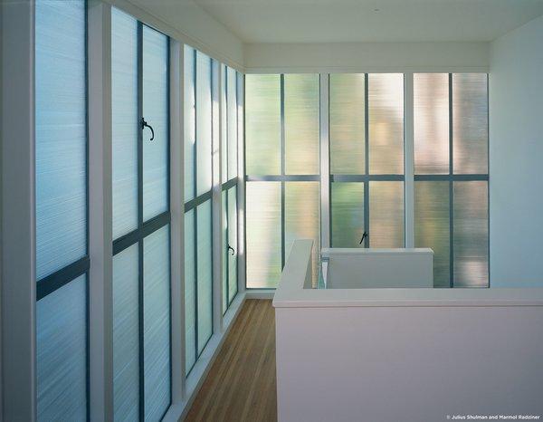 #StenHouse #modern #midcentury #Nuetra #1934 #interior #inside #lighting #glass #hallway #staircase #SantaMonica #California #Pentagram #MarmolRadziner