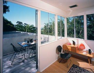 #StenHouse #modern #midcentury #Nuetra #1934 #interior #inside #seating #windows #lighting #outside #outdoors #deck #wood #SantaMonica #California #Pentagram #MarmolRadziner