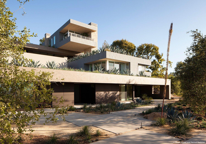 #SummitridgeResidence #modern #midcentury #levels #exterior #outside #outdoor #landscape #green #entryway #pathway #geometry #rectilinear #structure #BeverlyHills #MarmolRadziner  Summitridge Residence