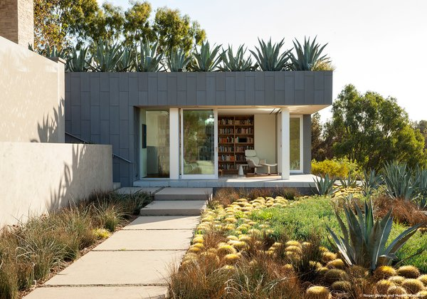 #SummitridgeResidence #modern #midcentury #levels #exterior #outside #outdoor #landscape #green #pathway #geometry #rectilinear #structure #interior #bookshelves #BeverlyHills #MarmolRadziner  30+ Modern Homes With Libraries by Matthew Keeshin from Summitridge Residence
