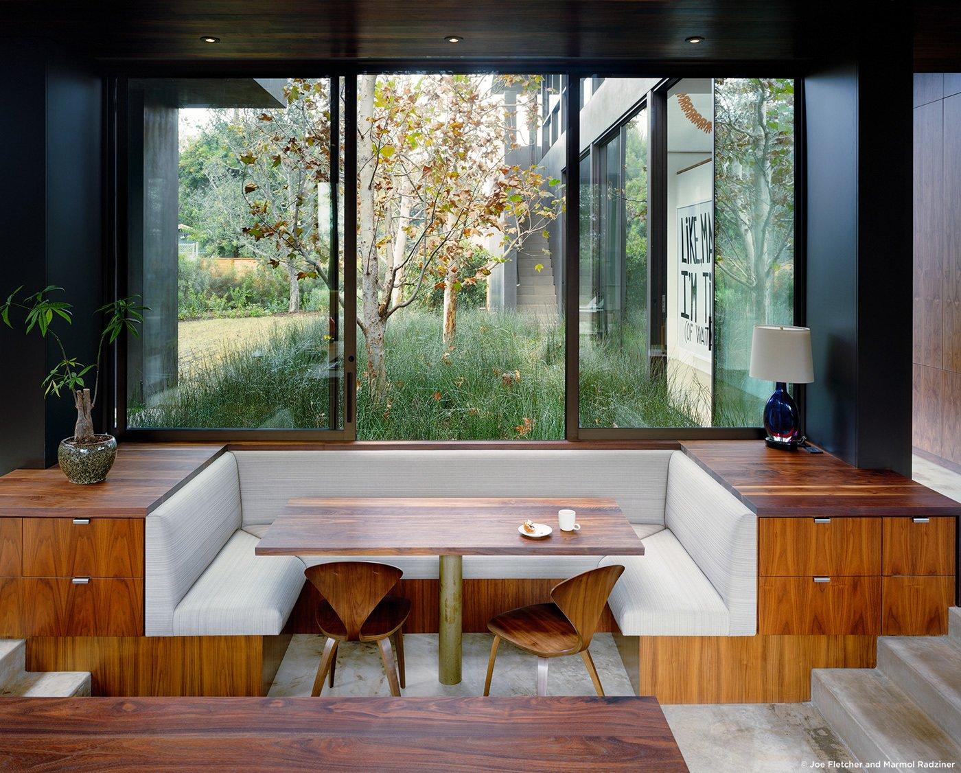 #ViennaWayResidence #modern #midcentury #inside #interior #windows #lighting #dining #wood #table #seating #booth #storage #exterior #landscape #Venice #California #MarmolRadziner  Vienna Way Residence