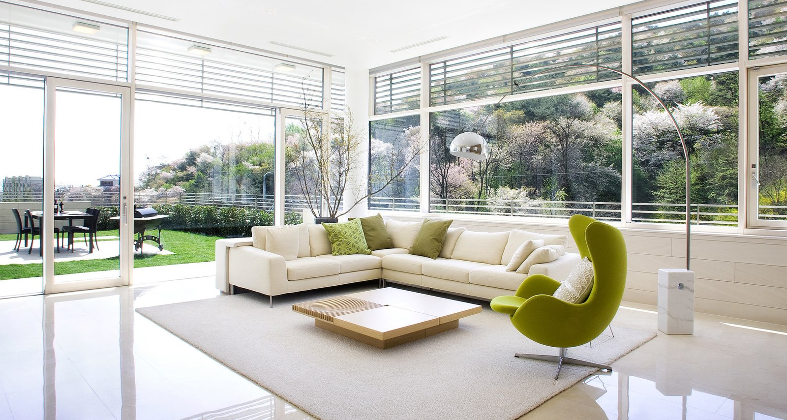 #SeongbukdongResidence #modern #midcentury #enclave #sustainable #L-shaped #interior #inside #livingroom #seating #table #outdoor #window #lighting #rug #chairs #backyard #Seoul #JoelSandersArchitects  Seongbukdong Residence