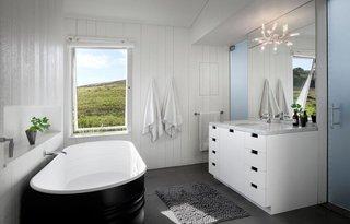 #TurnbullGriffinHaesloop #homestead #inside #indoor #interior #bathroom #bathtub #window