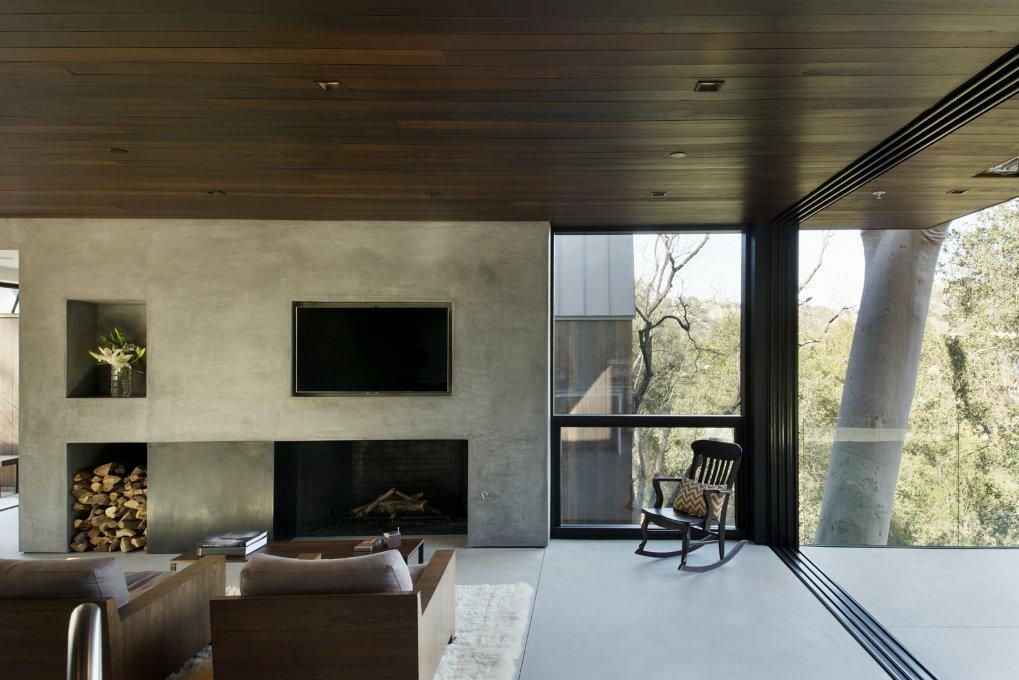 #WalkerWorkshop #inside #interior #indoor #livingroom #fireplace #window  Oak Pass Guest House