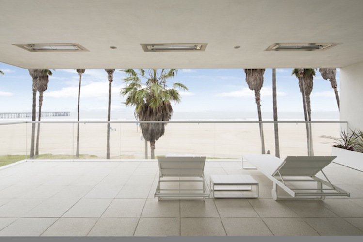 #danbrunn #flipflop #beachfront #residence #venice #california #glass #beach #exterior #patio   Flip Flop Residence by DBArchitecture