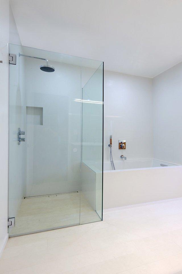 #danbrunn #hayvenhurst #residence #remodel #losangeles #california #glass #bathroom #shower #bathtub #interior  Hayvenhurst Remodel