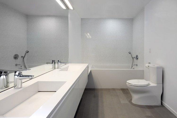 #danbrunn #hayvenhurst #residence #remodel #losangeles #california #bathroom #bathtub #toilet #countertop #mirrior #woodfloors #interior  Hayvenhurst Remodel