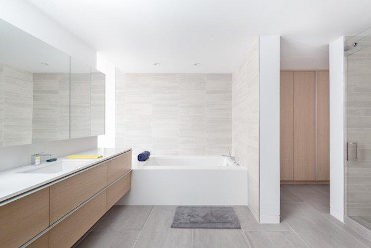 #danbrunn #thediplomat #apartment #wilshirecorridor #california #bathroom #bathtub #interior   The Diplomat Apartment