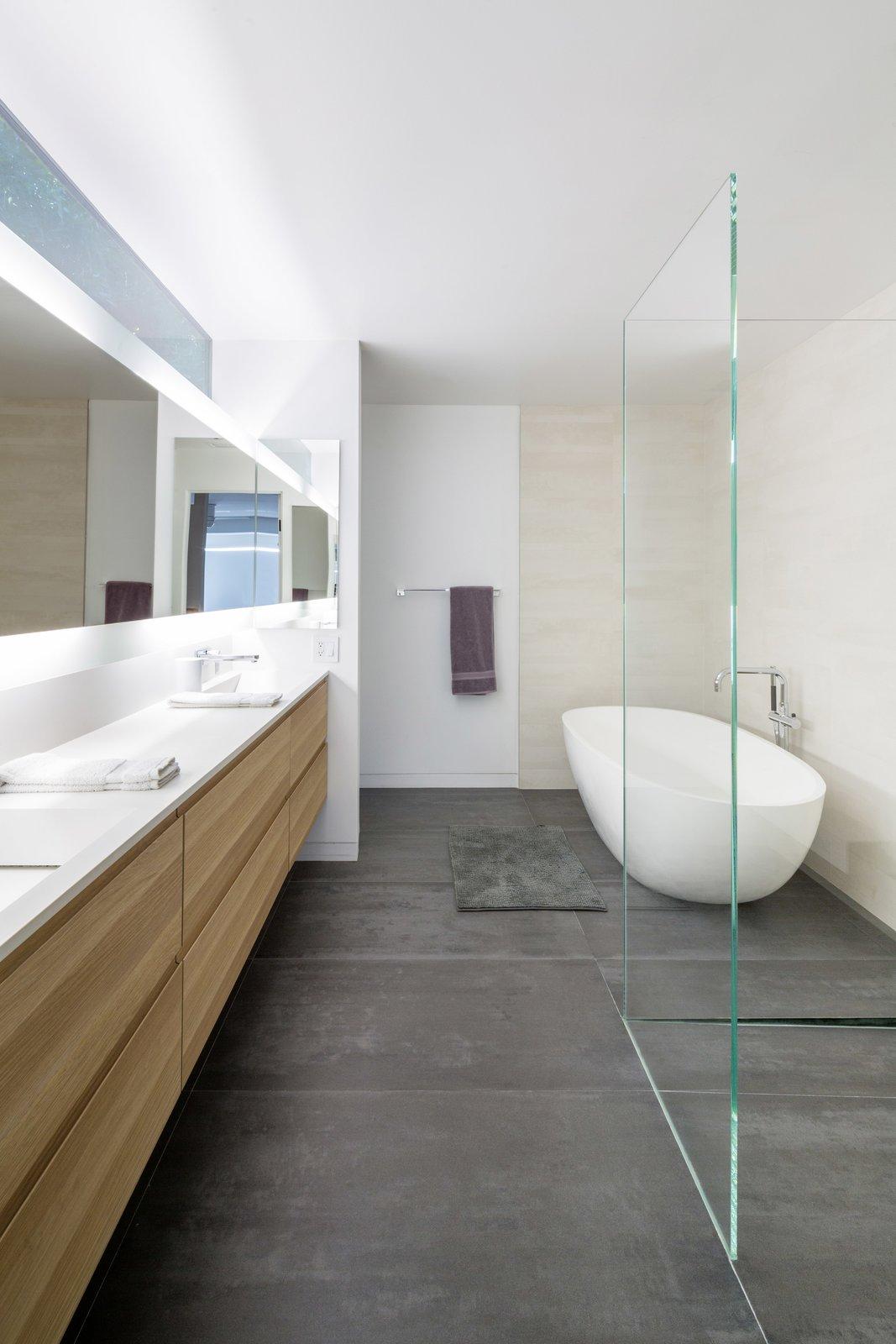 #danbrunn #no9dream #residence #losangeles #california #bathroom #bathtub #glass #interior #renovation  No. 9 Dream Residence