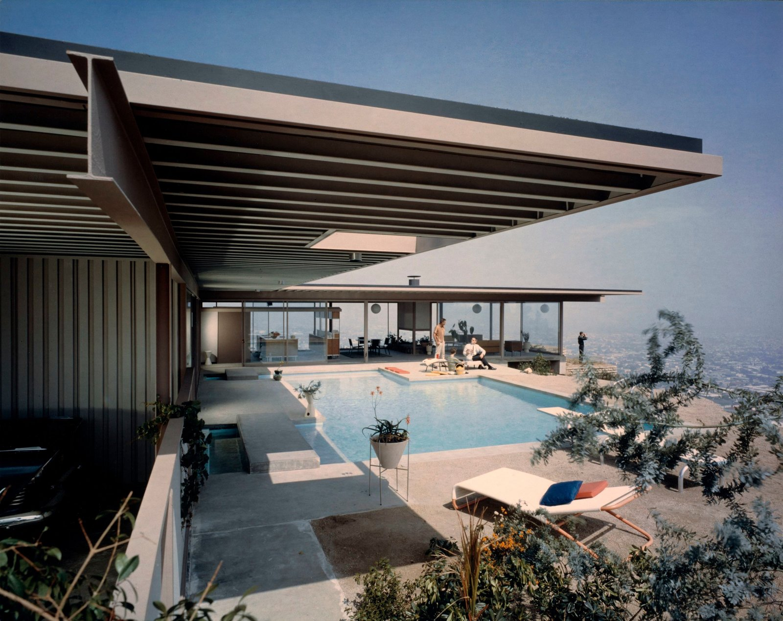Iconic modern homes in los angeles dwell for Used lumber los angeles