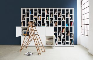 Hem customizable shelves