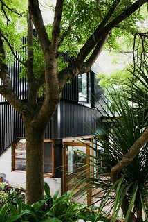 A new volume, clad in black aluminum, houses two bedrooms.