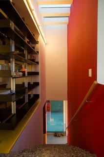 #HouseOverAWall #residence #dynamic #indooroutdoorliving #cantilever #steel #frame #materials #modern #interior #stairway #inside #LosAngeles #California #BarbaraBestor