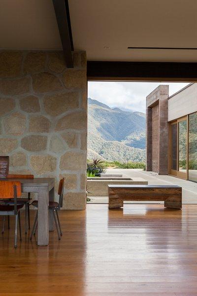 #ToroCanyonHouse #residence #modern #midcentury #indooroutdoorliving #dining #view #landscape #2012 #SantaBarbaraCounty #BarbaraBestor