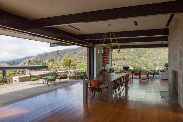 #ToroCanyonHouse #residence #modern #midcentury #indooroutdoorliving #dining #seating #view #landscape #2012 #SantaBarbaraCounty #BarbaraBestor
