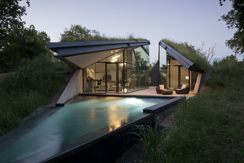 #EdgelandHouse #residence #modern #sunken #pithouse #landscape #pool #angles #exterior #outside #outdoors #structure #BercyChenStudio  Edgeland House by Bercy Chen Studio