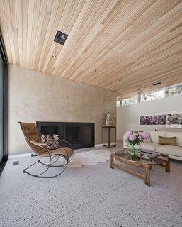 #LightboxWainscott #structure #form #stackedboxes #modern #interior #inside #indoors #livingroom #fireplace #seating #wood #ceiling #JaredDellavalle #BernheimerArchitects