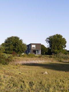 #QuonochontaugHouse #structure #form #coastal #exterior #outside #outdoors #landscape #modern #midcentury #view #RhodeIsland #BernheimerArchitects