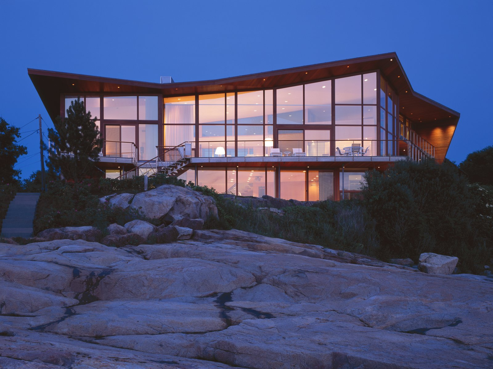 #JIBHouse #modern #structure #form #exterior #outside #outdoors #view #angles #window #landscape #lighting #staircase #Glouchester #AtlanticOcean #2004 #CharlesRoseArchitects  JIB House