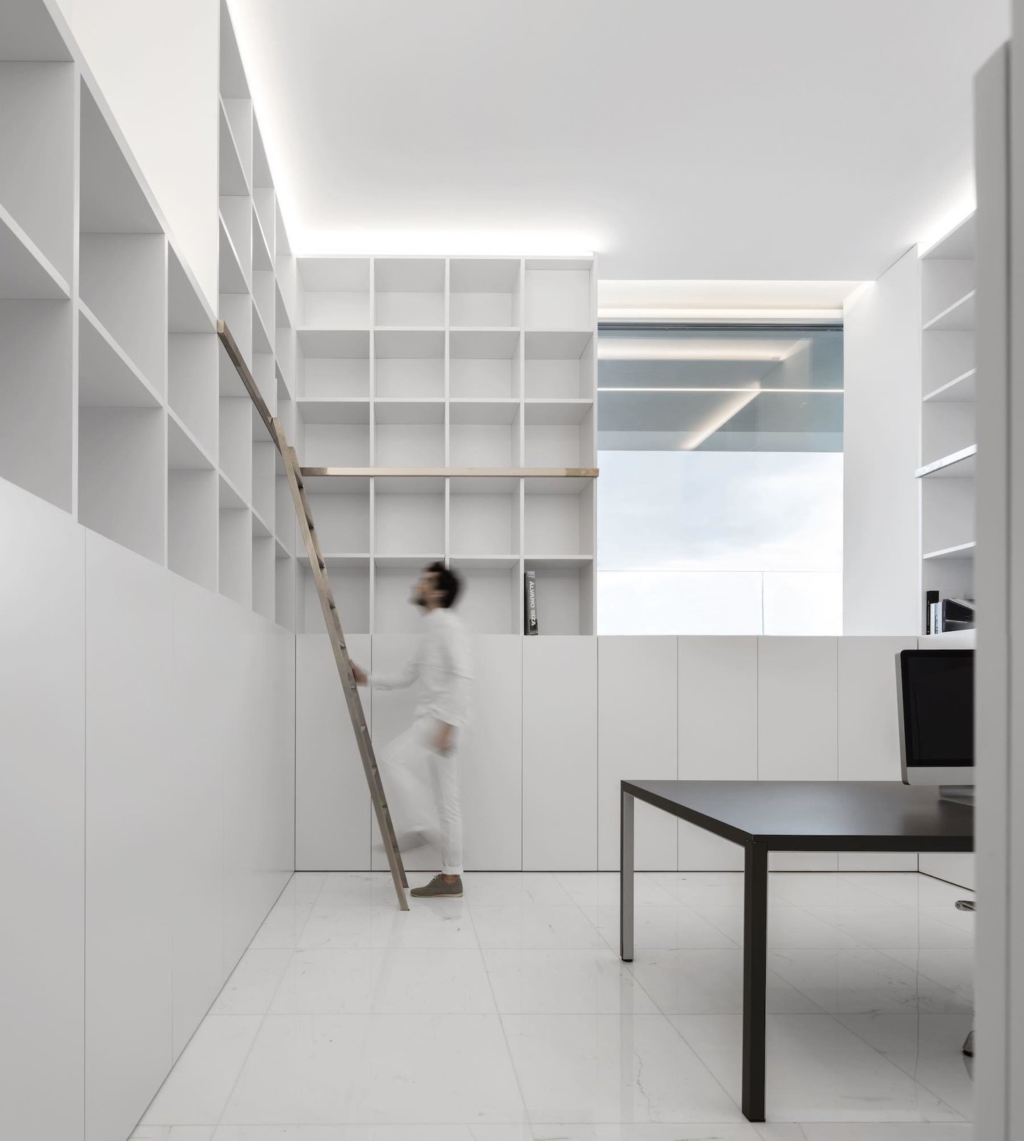 Custom shelving  House Between the Pine Forest