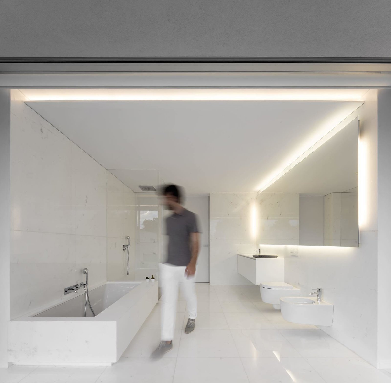 Master bathroom  House Between the Pine Forest