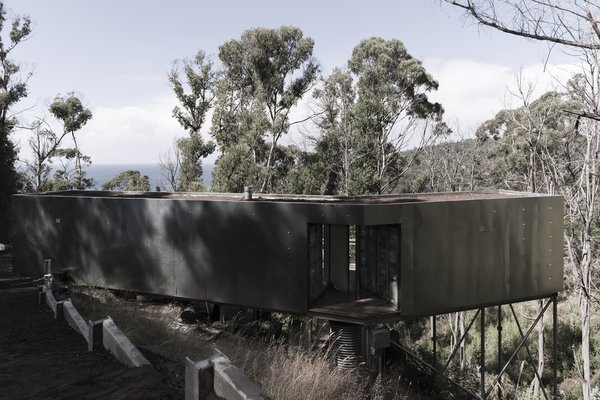 This Off-Grid Container Home in Australia Disappears in Nature