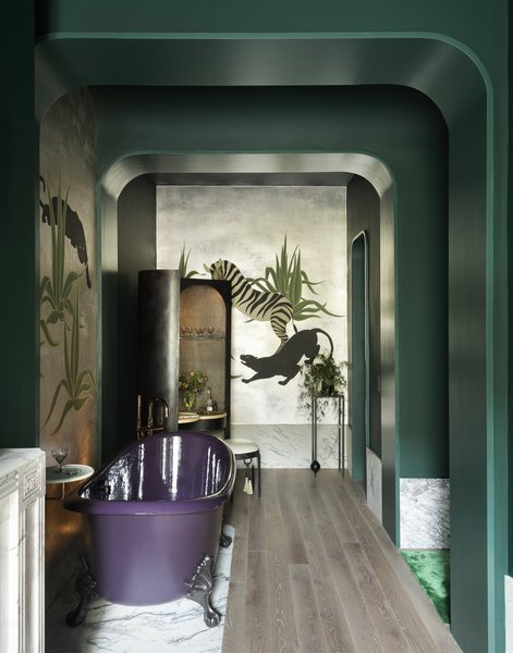 A handmade de Gournay mural was installed in the bathroom as a nod to a painting by Charles Baskerville. The painting was installed in a home rented by Marlene Dietrich in the 1930s.