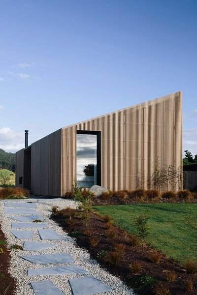Architect Daniel Smith dreamed of a home that was removed from the stress of city life, and so he built a property in the regional township of Taupiri in New Zealand. It sits next to a river and overlooks mountains.