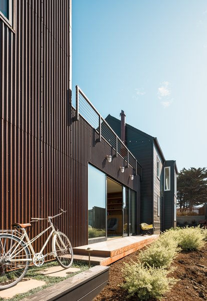 The side view of the home shows its full scale, and the separation between work and life signified through different materials.