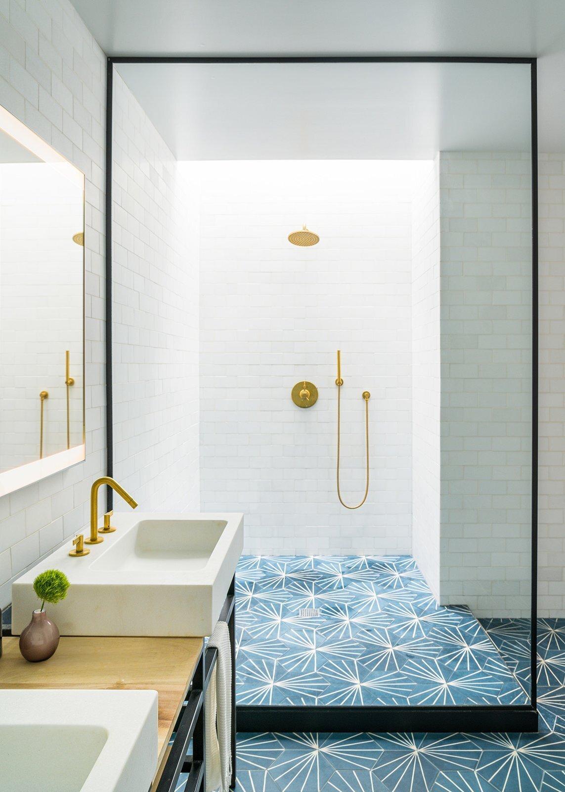 bathroom with blue starburst tile