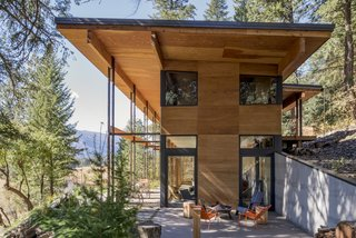 Prentiss + Balance + Wickline Architects' created both public and private outdoor spaces in Chechaquo Cabin. A second-floor rear deck is propped up on the graded slope to host a secluded spot for a hot tub.