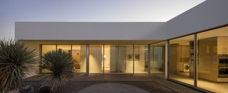 Tucson's Courtyard House, by HK Associates, features giant floor-to-ceiling fixed windows from Western Window Systems, and Series 600 Sliding Doors. Optional thermally broken aluminum frames increase energy efficiency.