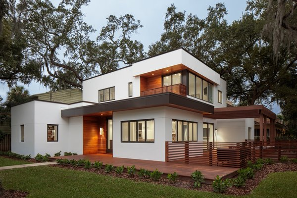 Most of the year, the family keep the sliding glass doors—which span 16 feet from the living room to the exterior deck—of their Tampa dwelling open, giving it the aura of a Sarasota Modern home. Stunning cantilevered overhangs, in the spirit of Paul Rudolph's Umbrella House, help tame the sun.