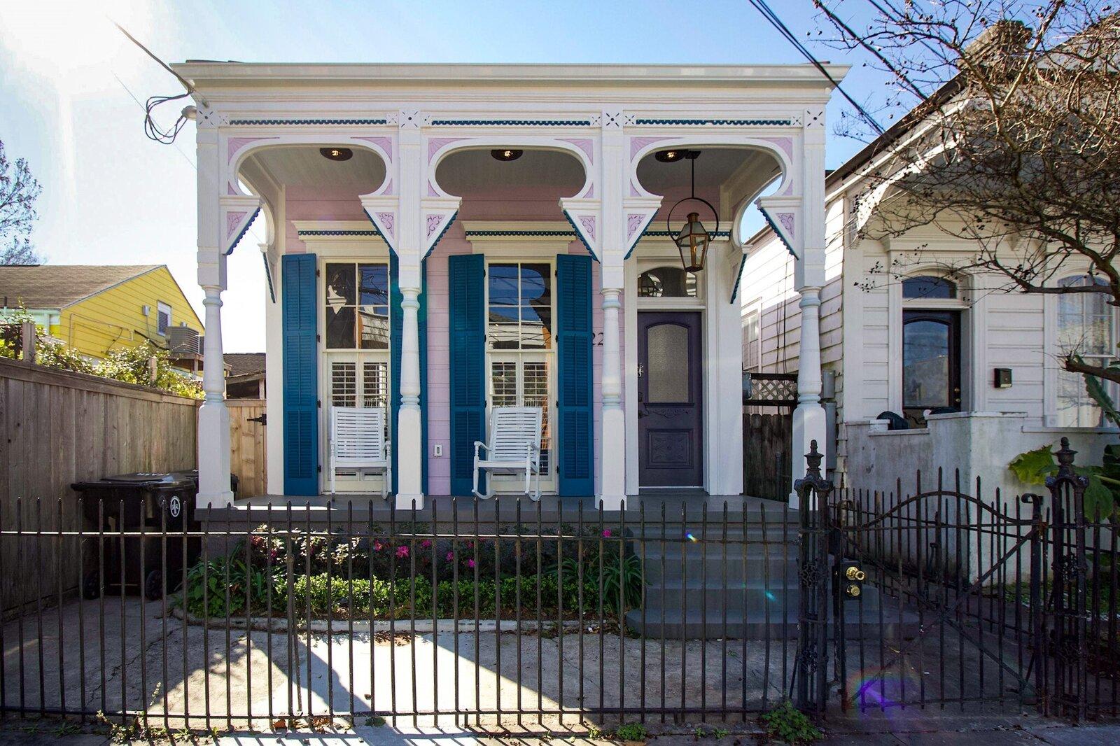 Alley & Castro Residence exterior