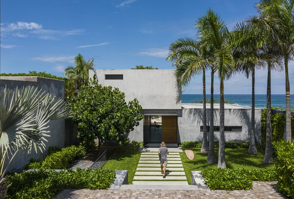 Homeowner and surfer Christopher Hansen envisions a secluded oceanfront retreat that lets him keep an eye on the waves.