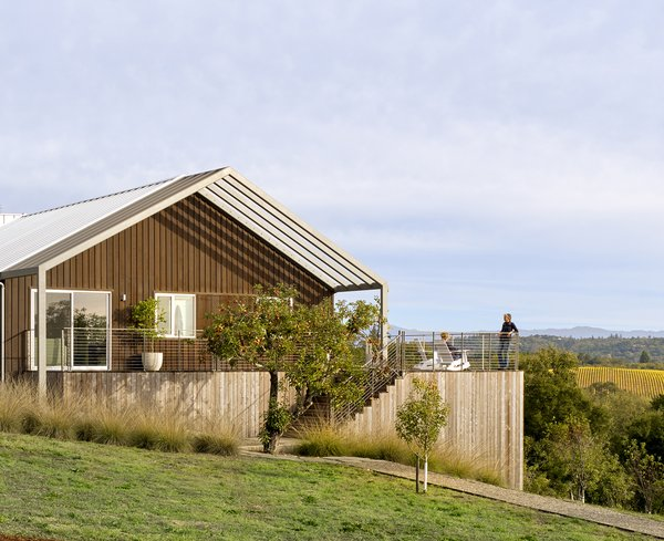 Orchard House is a modern interpretation of the Californian farmhouse. Cary Bernstein Architect thoughtfully integrated architectural and landscape elements that mirror the neutral palette of the surrounding countryside.