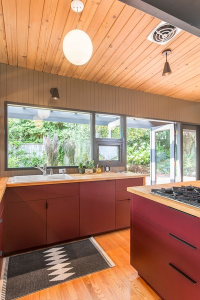 The team inserted custom-designed kitchen cabinets—built by local manufacturer Beech Tree Woodworks—to add a pop of color to the kitchen.
